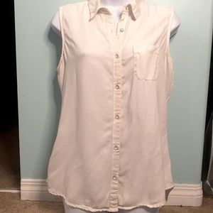 Denver Hayes Vintage Sleeveless Button Down Top